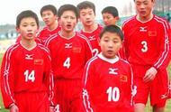 从武磊成名前的坎坷,看中国足球的种种弊病,孩子们想要踢球太难.jpg